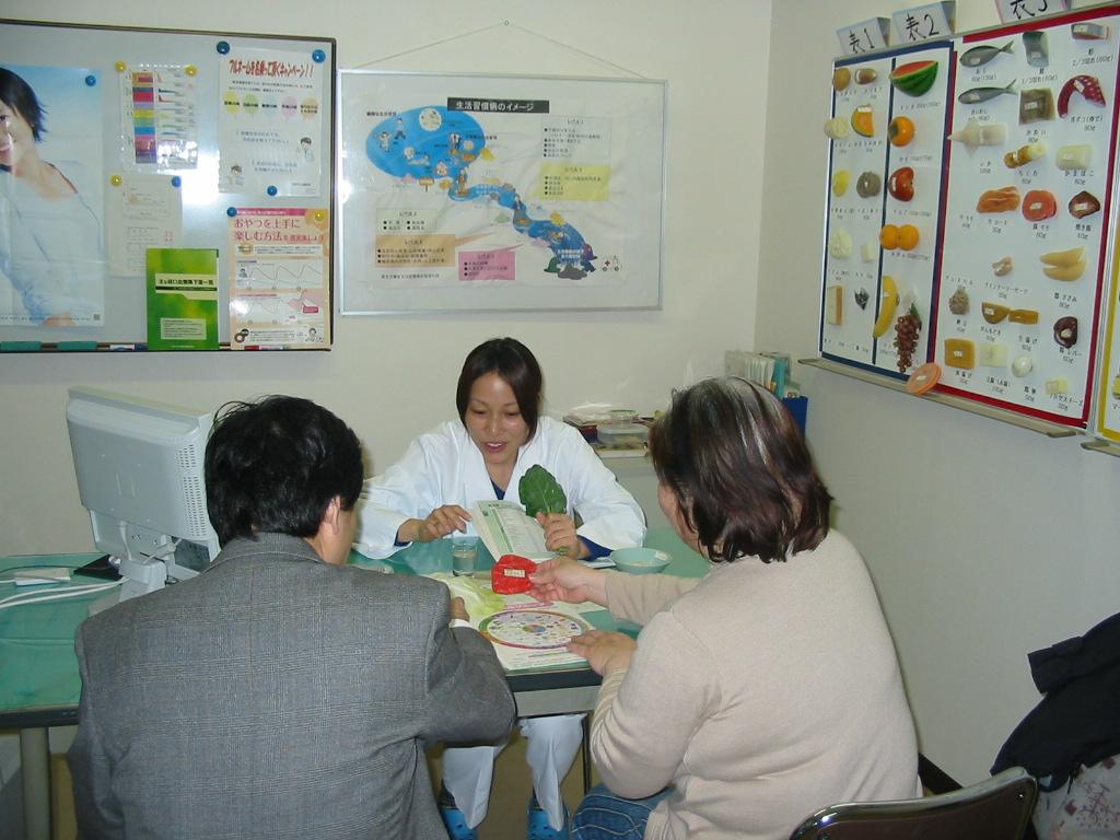 ・集団指導 ○母親教室 妊婦さんのための教室で前期,中期,後期の三期に...  栄養指導